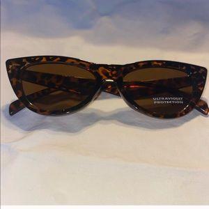Cat eye retro sunglasses NWT